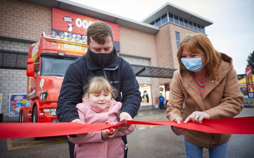 OOPS! The new discount supermarket supports Community Owned